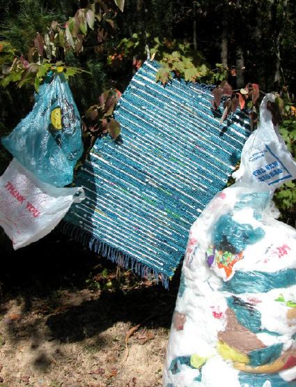 Plastic bag rugs - Alfombra