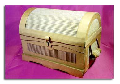 Baúl de cartón por Paco Tábara