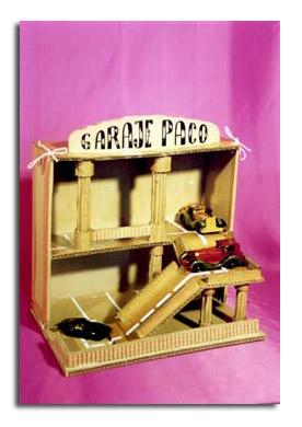 Garaje de carton por Paco Tábara