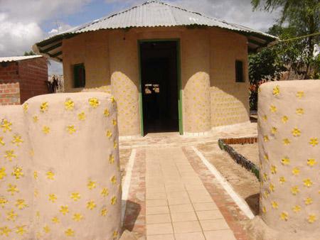 Segunda casa hecha de botellas - Bolivia - Ingrid Vaca Diez