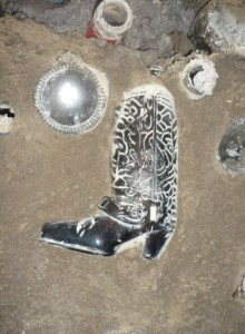 Detalle bota - Casa construida con botellas en México
