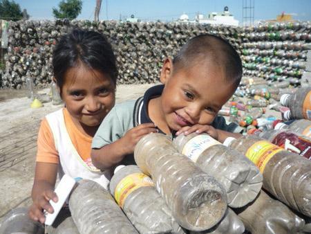 Casa de botellas en México - Ingrid Vaca Diez - Foto de Mario A. Tapia Retana