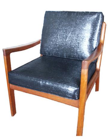 Sonic chair tapizada con un material mitad cinta de casete y mitad algodón por Alice Santoro y sonicfabric.com