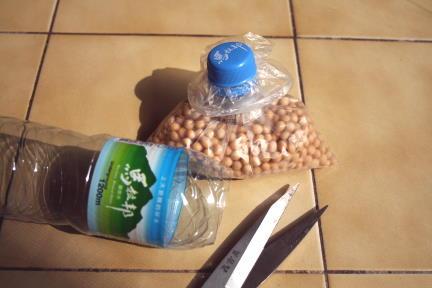 Método para cerrar bolsas con botellas de plástico de Sebastián Vindigni