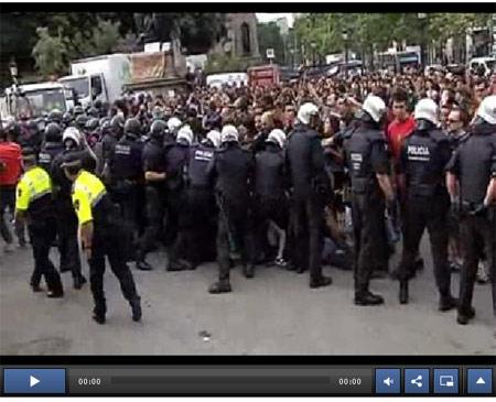 Video de El Pais: Brutalidad para desalojar la Plaza de Catalunya