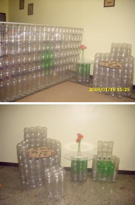 con botellas de refresco, bolsas plásticas, cucharas desechables