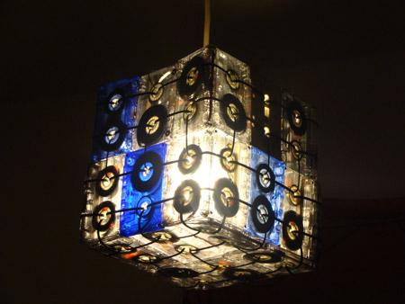 Lámpara hecha con cassetes antiguos por Gabai - basurillas.org