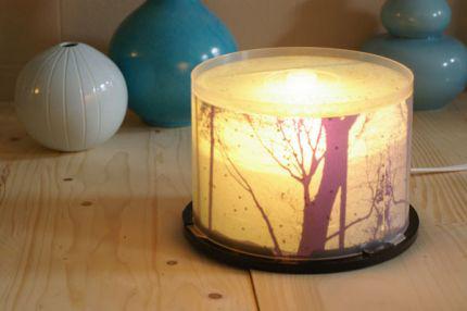 Cómo hacer una lámpara con un porta CD de ideasdemanualidades.com