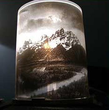 Lámpara con portacds de thisisloveforever.com