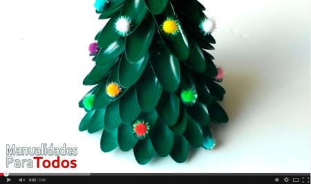 Manualidades de Navidad- Arbolito navideño con cucharas descartables - Manualidades Para Todos