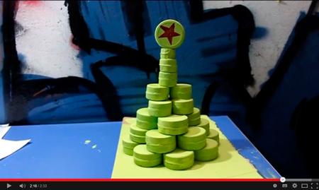 Árbol de navidad reciclado para hacer con niños - Cosas que hacer en tres minutos - Trast Loading