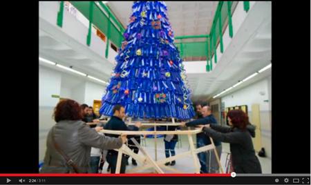 Construcción de un árbol de Navidad con material reciclado - Colegio CEMU
