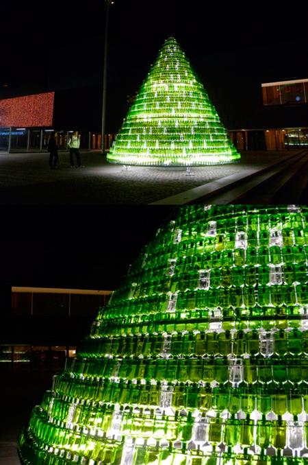Árbol de navidad realizado con botellas de cristal - Mancomunidad de Pamplona