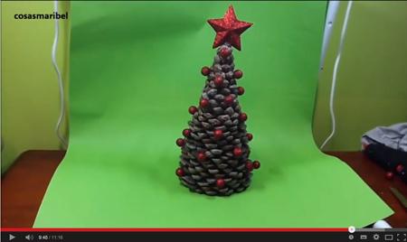 Árbol de navidad hecho con piñas - Manualidades Cosasmaribel