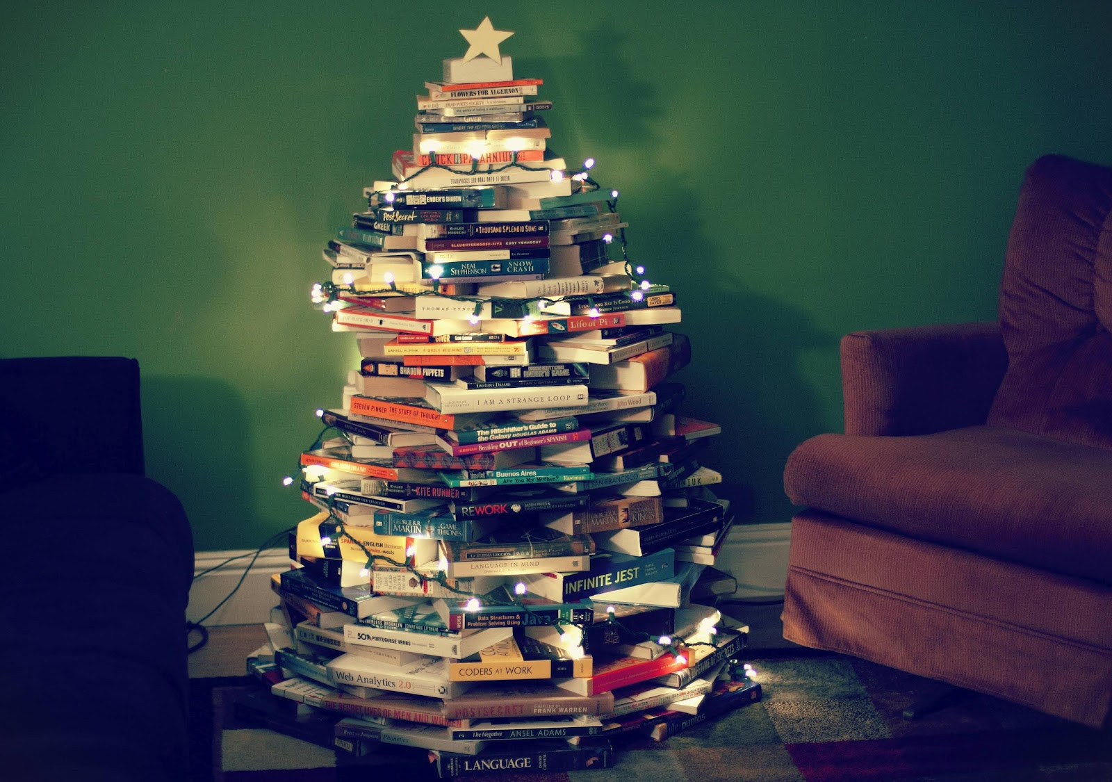 book christmas tree - by Jonas