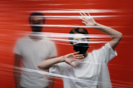 Foto de dos personas aisladas - Foto de cottonbro en Pexels