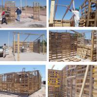 Viviendas populares autoconstruidas con tarimas de madera y otros materiales reciclables.